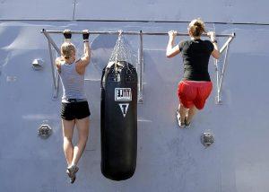 women pull up bar workout
