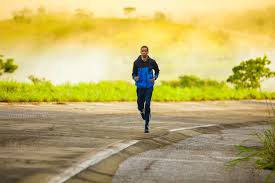 guy running to loose your belly fat